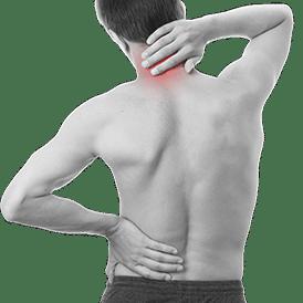 Mann mit Nackenschmerzen zur Spineliner Therapie bereit