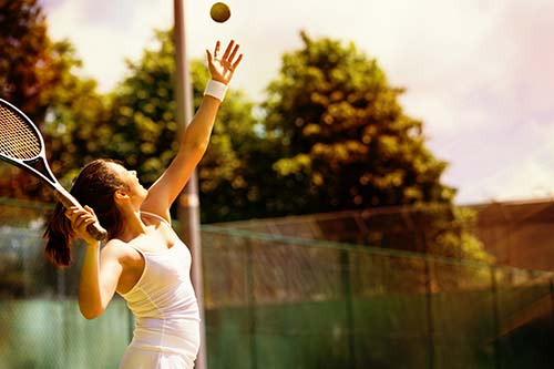 Tennis als mögliche Ursache einer Kalkschulter