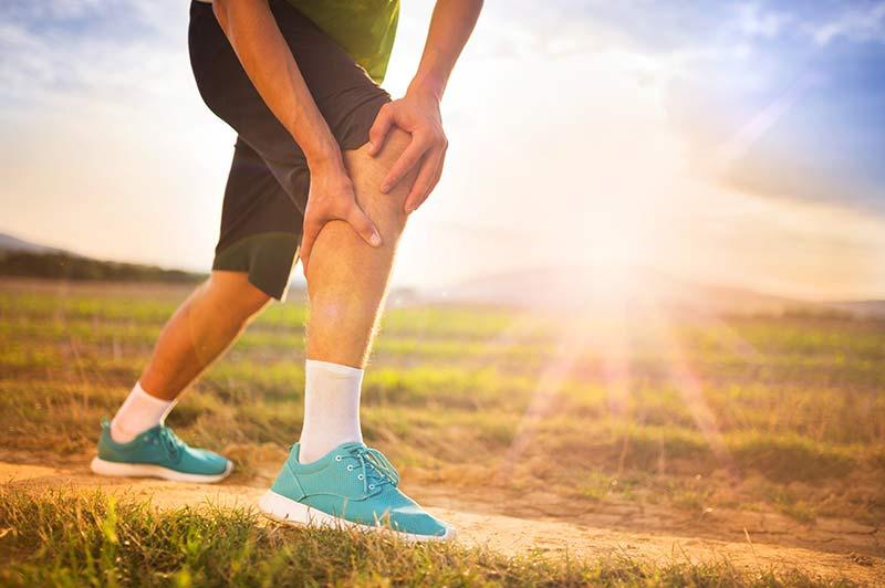 Darstellung Schmerzen am Knie bei Überlastung