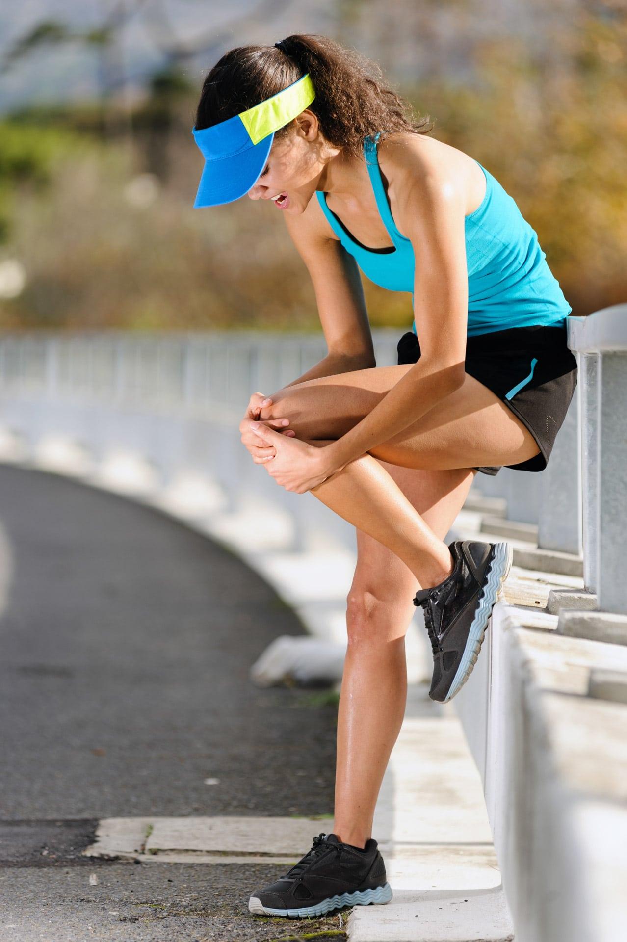 Schmerzen am Knie, Läuferin mit Schmerzen