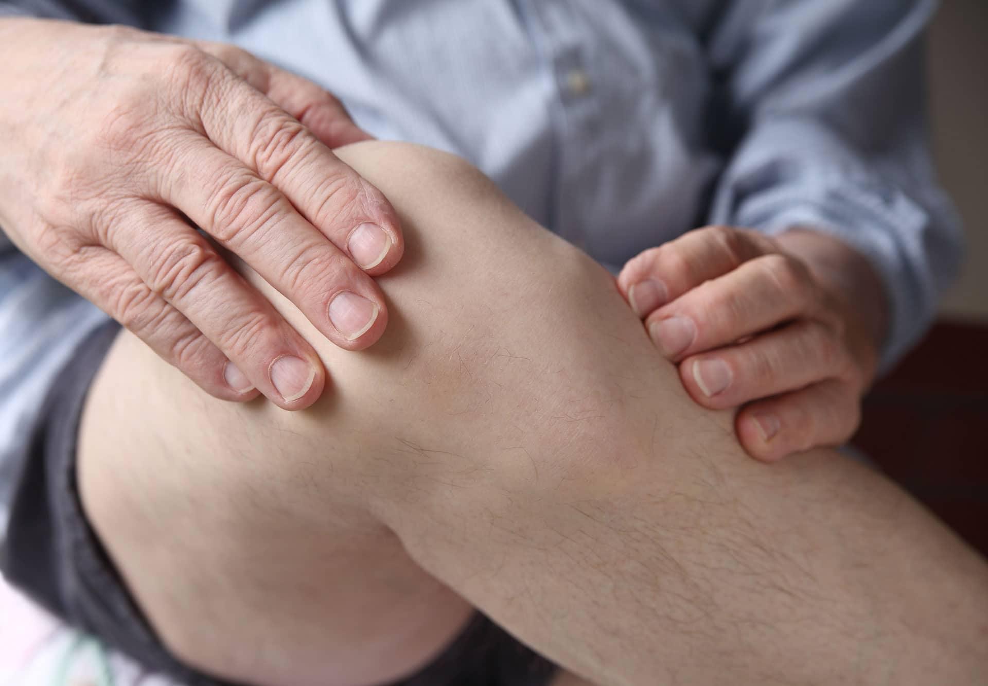 Mensch fühlt Knie - Kniearthrose?