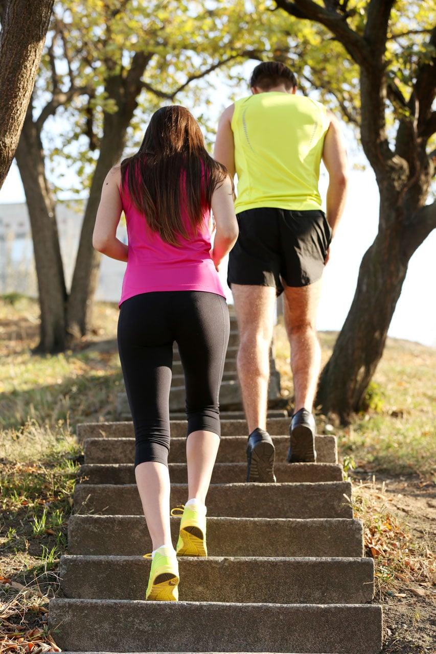 Schmerzen am Schienbein - Ursachen von Leistenschmerzen - Laufen auf hartem Untergrund