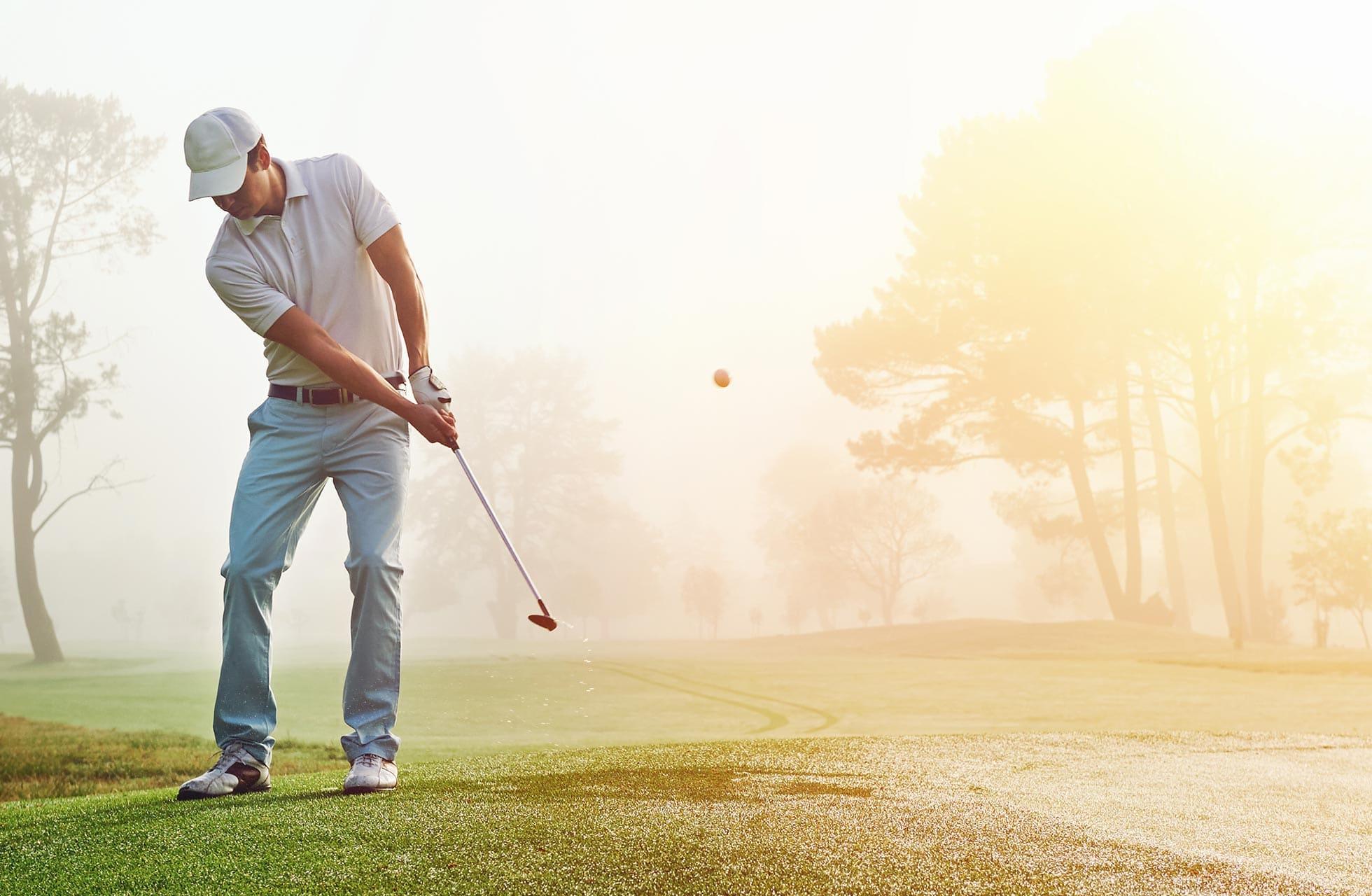 Belastung des Rückens beim Golfspielen